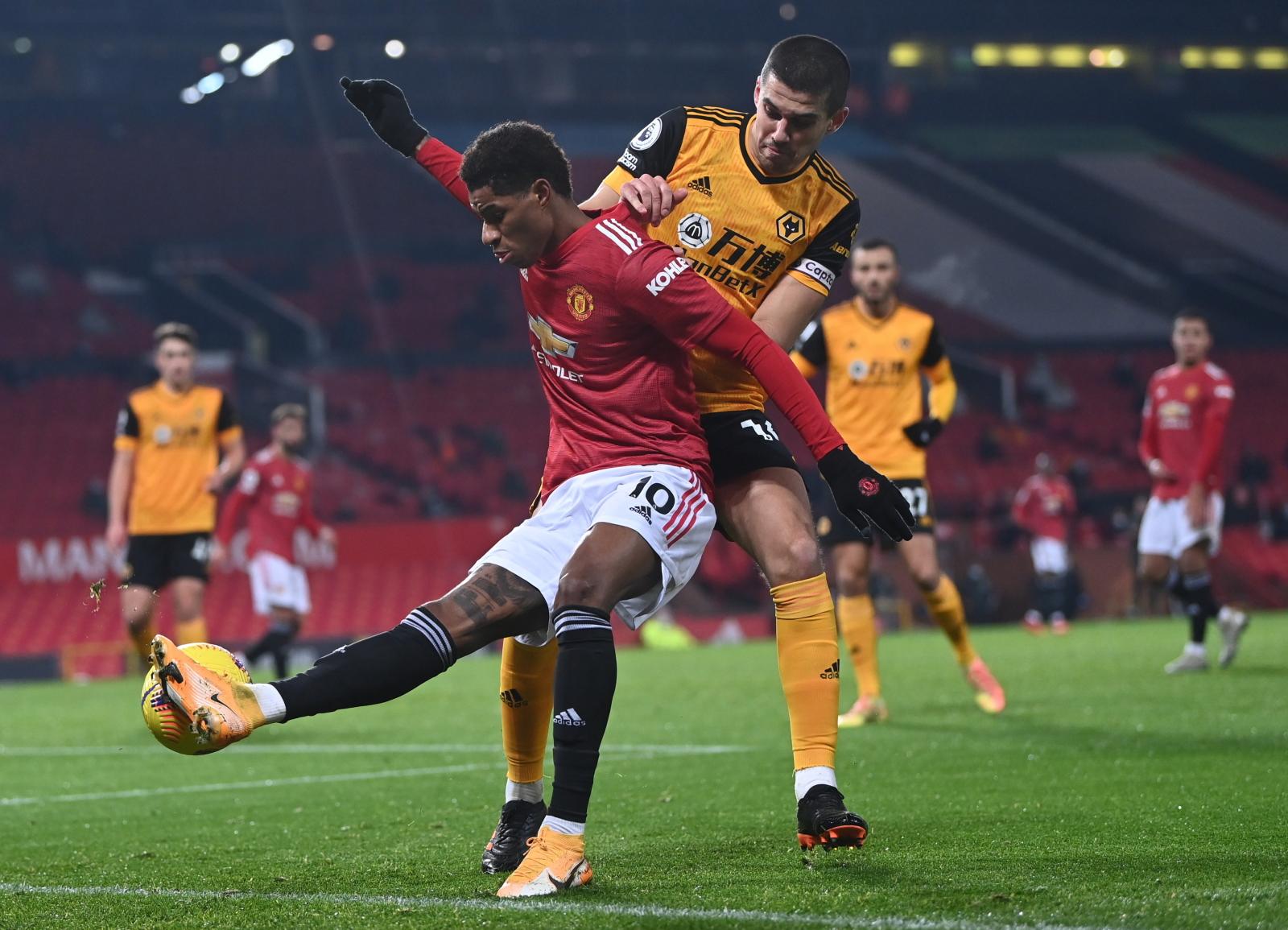 Premier League: Manchester United wygrał rzutem na taśmę i goni Liverpool - Sport WP SportoweFakty