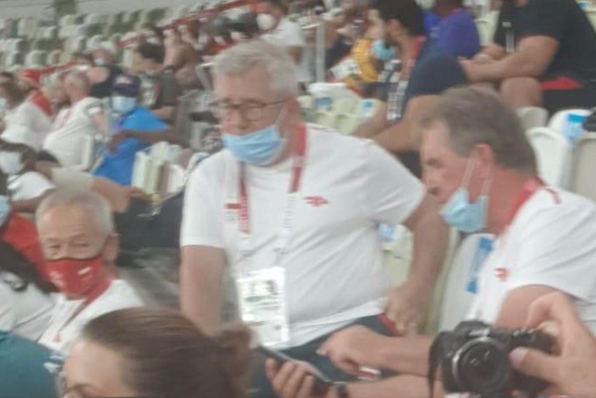 Ryszard Czarnecki z PiS poleciał na igrzyska. Dostaliśmy zdjęcie - WP SportoweFakty